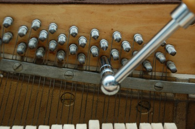 Tuning lever on a tuning pin